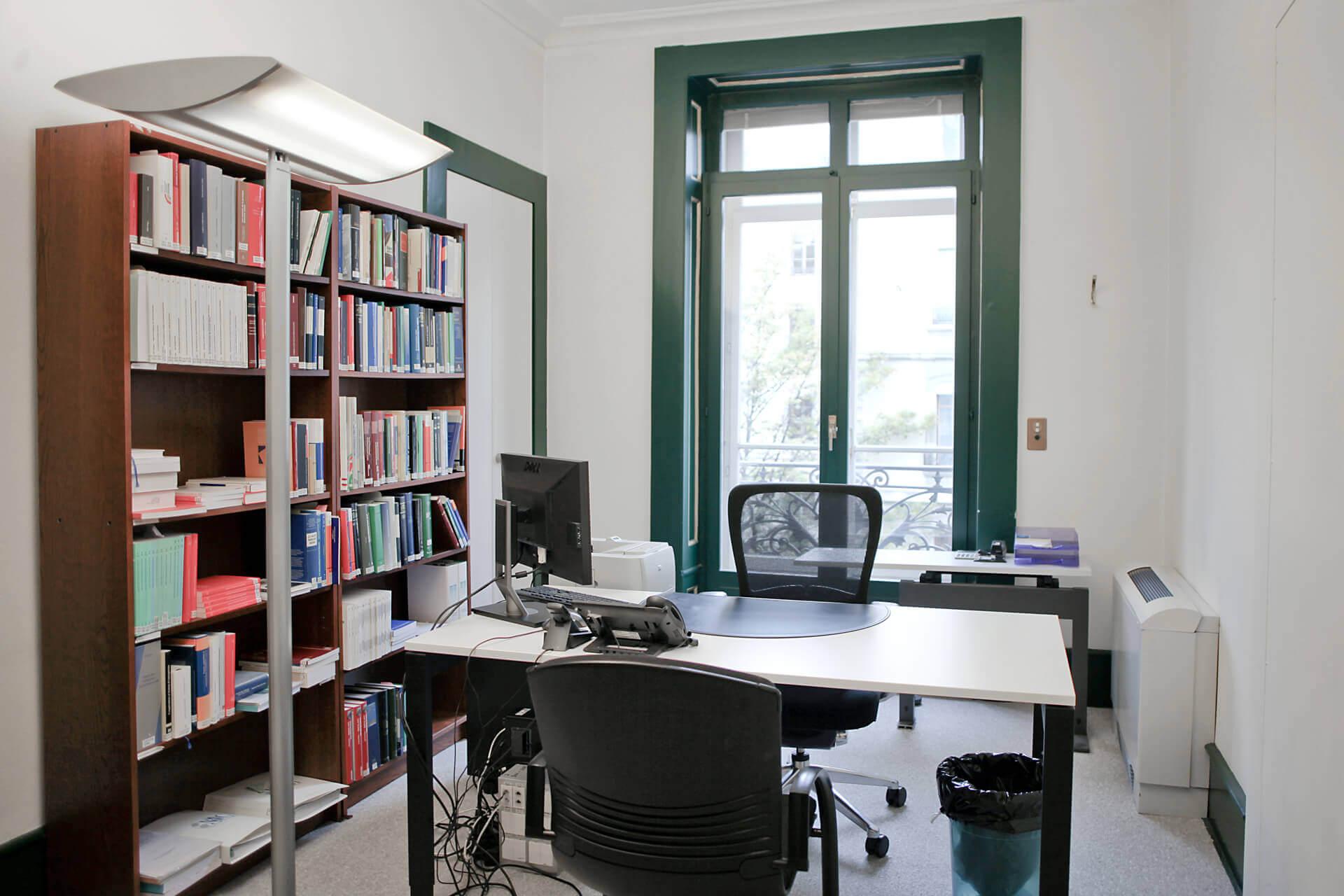 Bureau n°2 place de travail individuelle