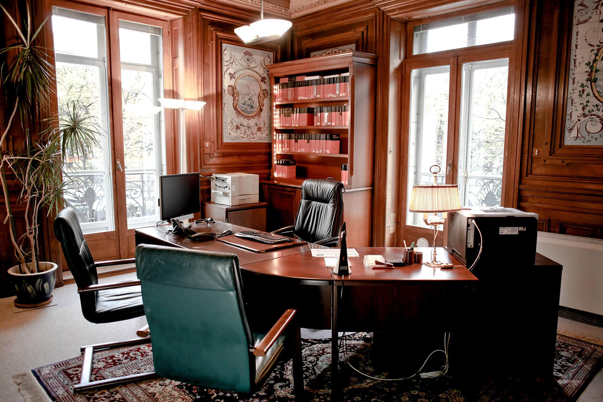 Bureau n°4 une place de travail et rendez-vous quatre places